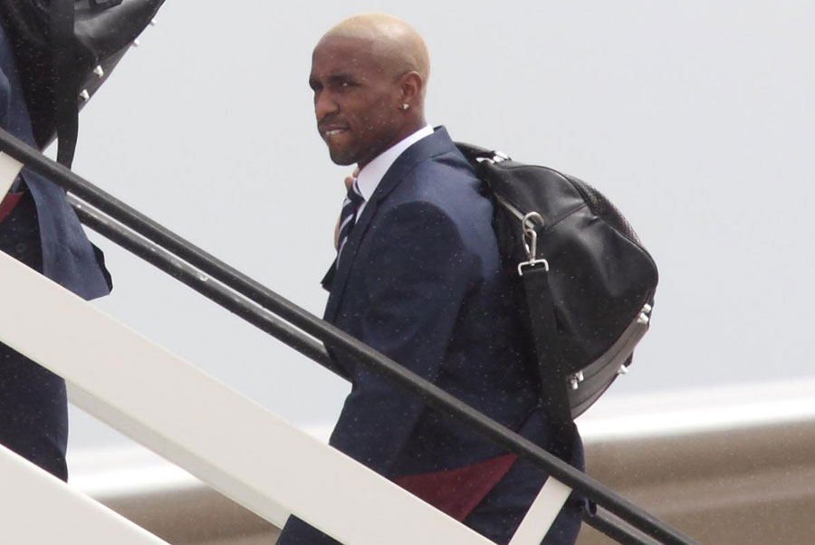 Jermain Defoe boards a plane