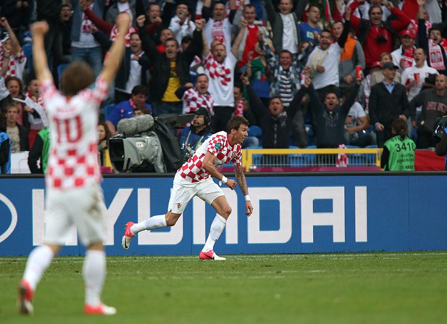 Croatia's Mario Mandzukic celebrates scoring his team's equalising goal against Italy