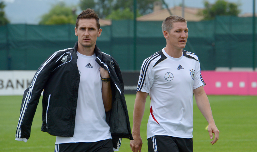 Germany's Miroslav Klose and Bastian Schweinsteiger arrive for a team photo session