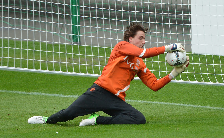 Tim Krul catches a ball in Netherlands training