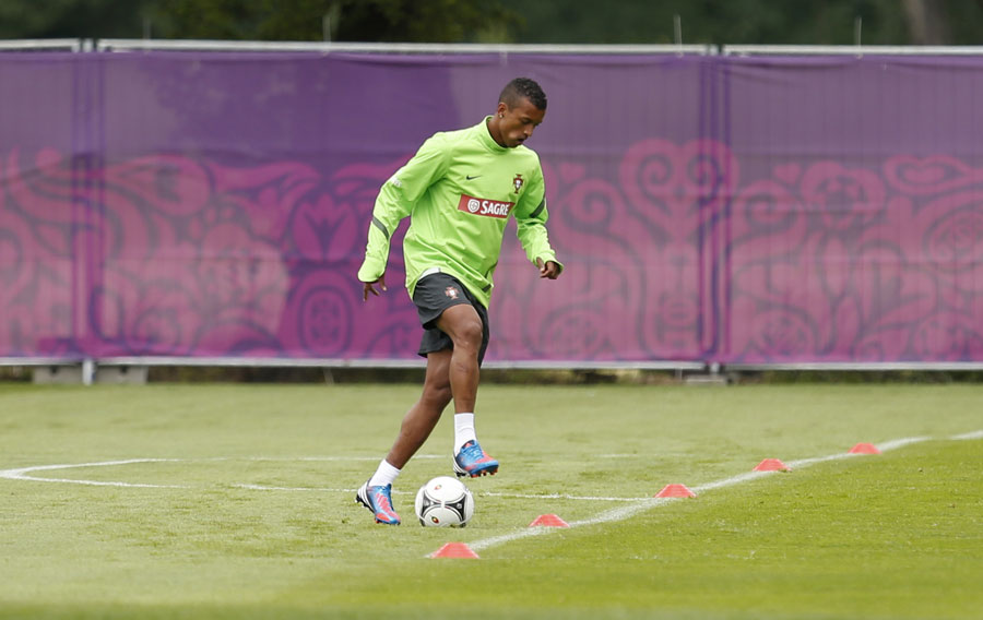 Nani trains alone ahead of Portugal's group opener against Germany 090612