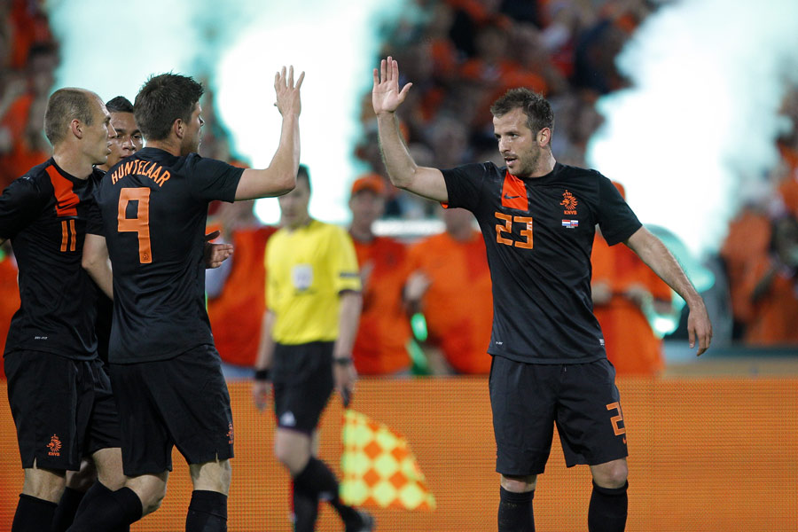 Rafael van der Vaart celebrates his goal