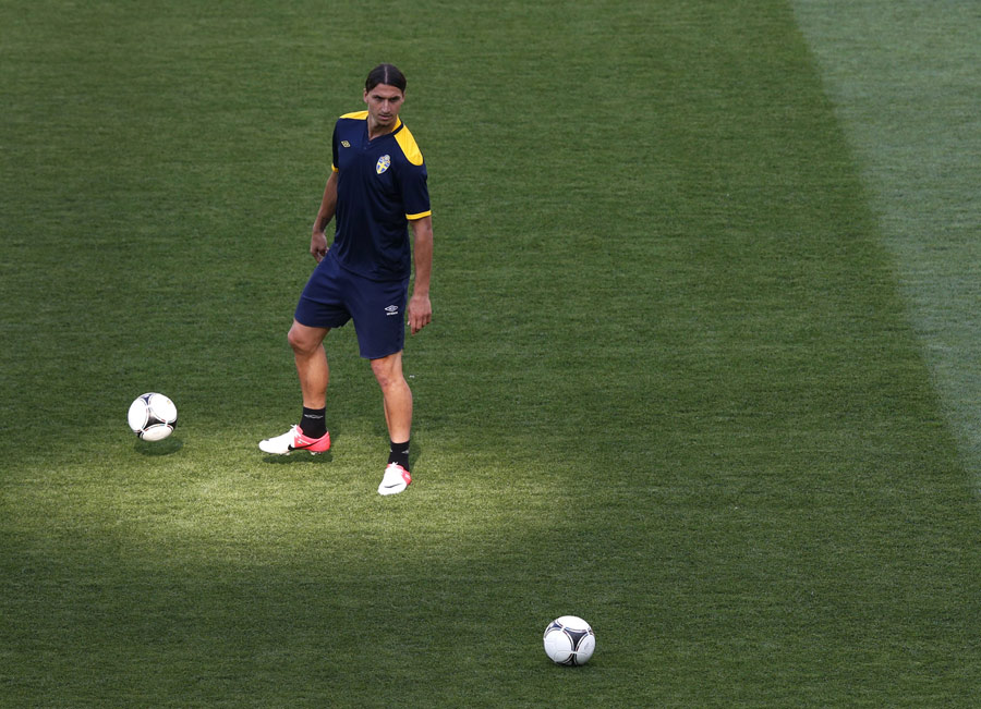 Zlatan Ibrahimovic works with the ball in training